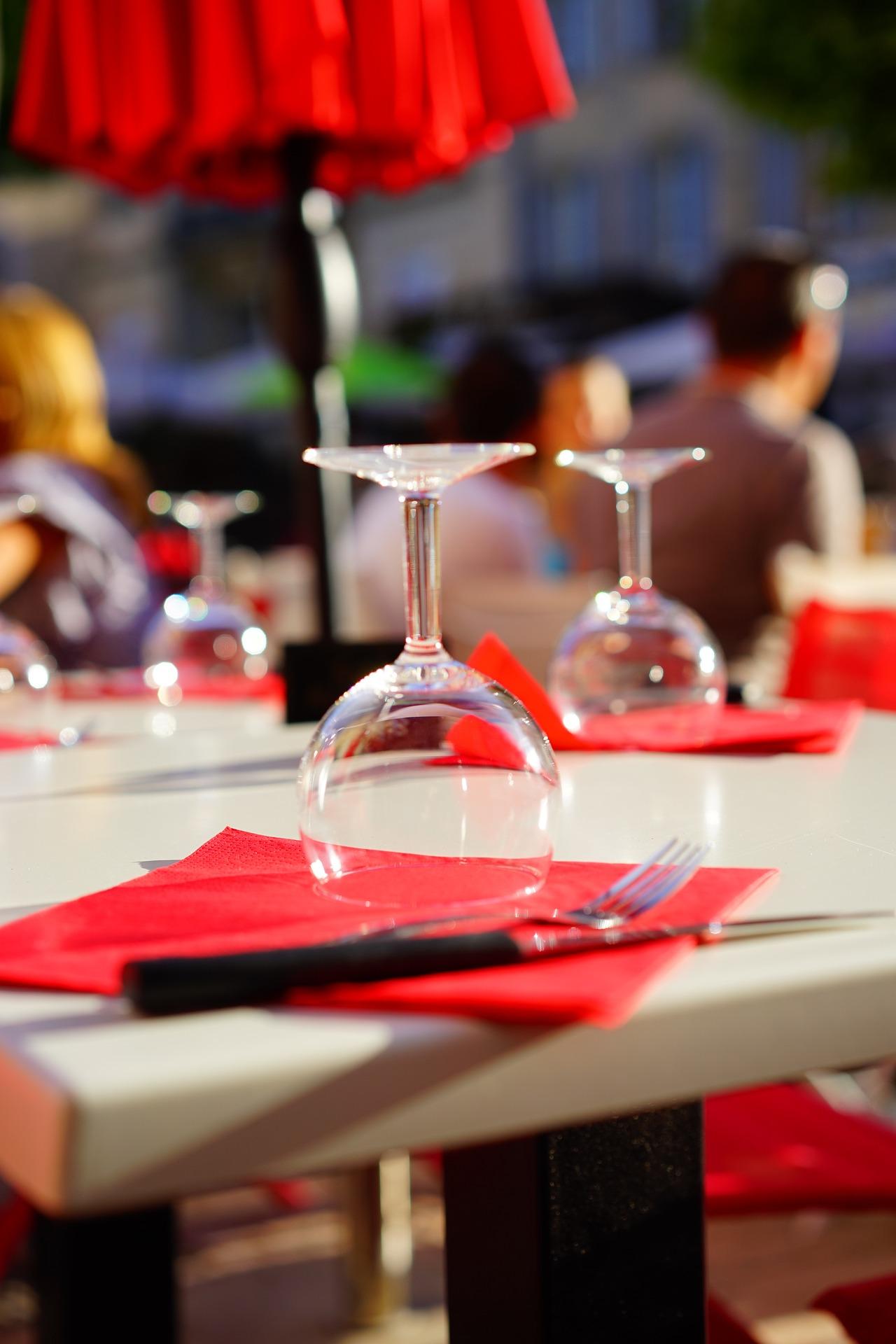 table-1469718_1920.jpg